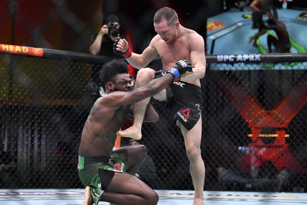 UFC bojovníci reagujú na ilegálne koleno v zápase Yan vs Sterling